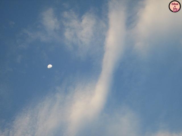 Fotografia - A colecionadora de nuvens -lua e nuvens -Blog Dikas e diy