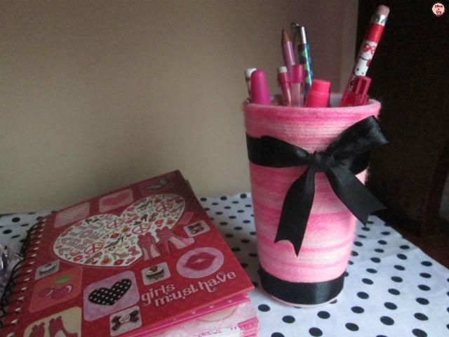 Faça você mesma -Diy porta canetas com copo e lã- Blog Dikas e diy