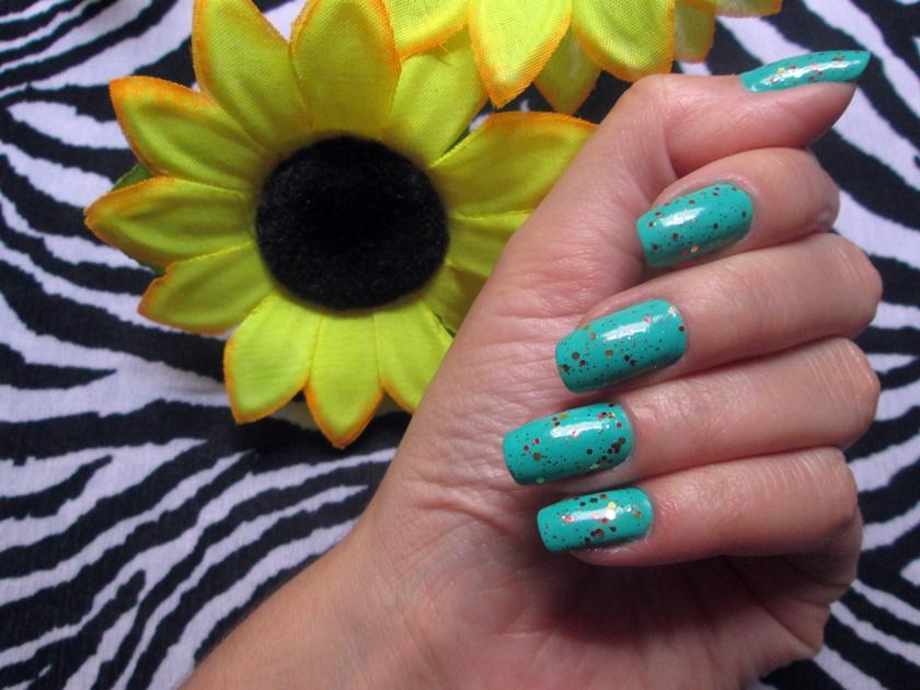 Unhas da semana - verde com glitter- esmalte Passe nati short-Big universo Espanha - Blog Dikas e diy