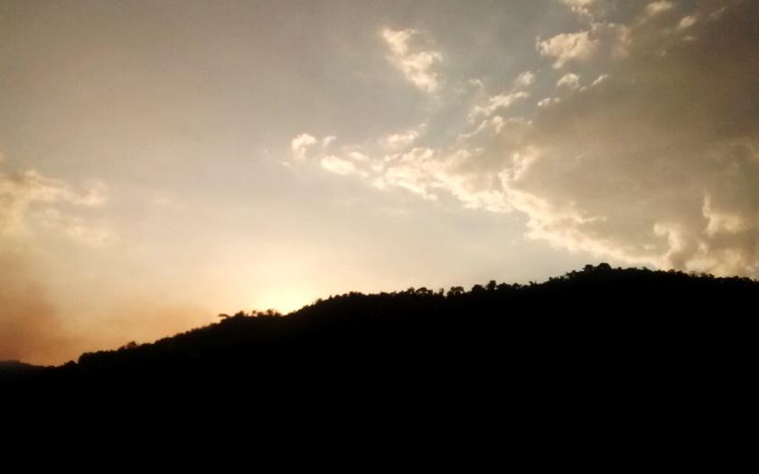 Fotografando - pôr do sol - sunset- sol sun -árvores ´tree -céu-cielo- sky-final de tarde - fim de tarde -nuvens- nubes - clouds- Blog Dikas e diy